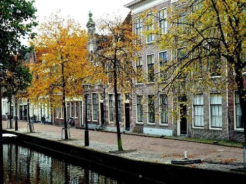 Amsterdamse grachten met herenhuizen in oktober