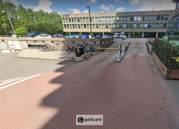 Rembrandtpark parkeerterrein van de voorkant in Amsterdam